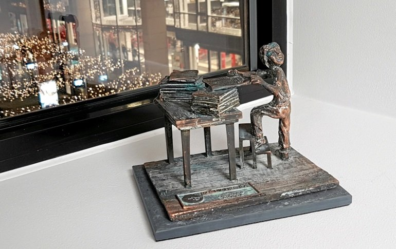 The Typewriter Figure